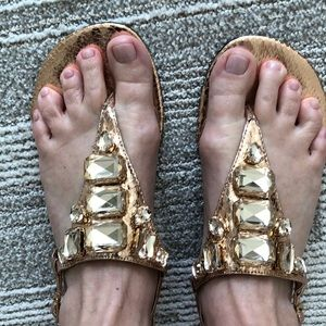 NWOB adorable Enzo sandals in rose gold